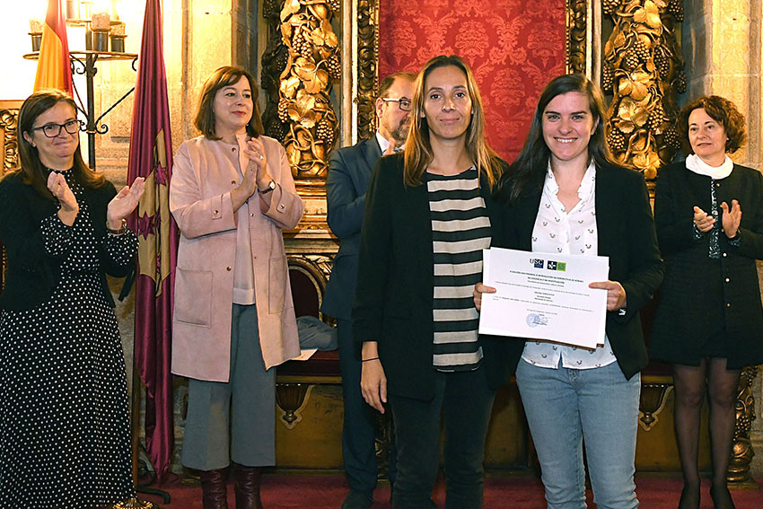 Marta Pérez Pereiro recolle galardón da USC ao CO(M)XÉNERO